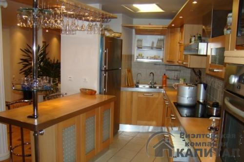 Трехкомнатная квартира элитная на Серебренниковской Кухонная зона Итальянская встроенная кухня