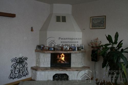 Черехкомнатная квартира на Серебренниковской Камин