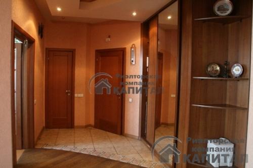 Черехкомнатная квартира на Серебренниковской Коридор