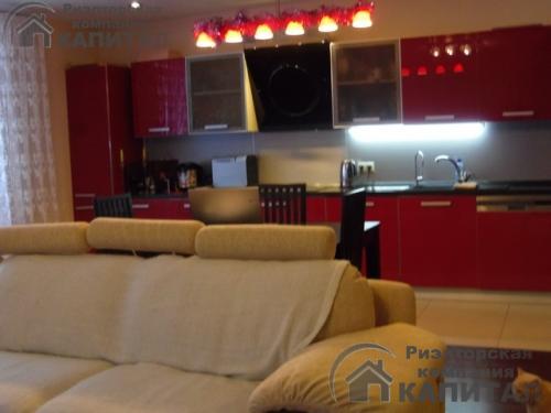 Трехкомнатная квартира элитная на Салтыкова -Щедрина Кухонная зона совмещена с гостиной Полностью укомплектованна  дорогой бытовой техникой