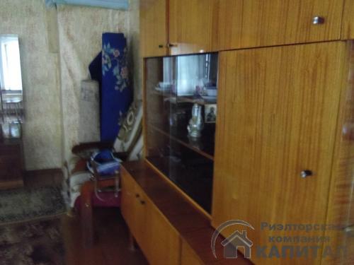 Двухэтажный дом из бревна в центре Колывани комната на втором этаже